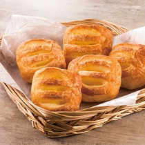 クリームやチョコレートなど、甘いものを食べたい方やお子様に人気のパンをご用意。