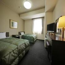 【ツインルーム】120センチ幅ワイドベッドに充実の機能。