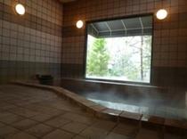 日々湯の色が変化する天然温泉