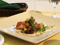 【レストランメニュー】オホーツク産 赤魚のポワレ アンチョビソース(週替わり・洋風魚料理)
