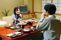朝夕お部屋食赤ちゃん大満足プランの食事風景