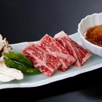 甘み&肉汁溢れる『牛ステーキ』。ほっぺもトロける美味しさ♪