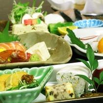 12月は京都の冬ならではの蕪蒸し!!『毎月旬の素材を吟味した』海老芋餡掛けも!!無料駐車場有!!