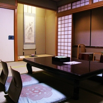 ごくベーシックな造りの和室となっております。和室10畳のお部屋【一例】2005.1月撮影