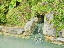 【湯元の足湯】は、美容と健康によく、血液の循環がよくなり肩こり、足の痛みなど疲れをいやしております。