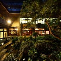 ■夜の中庭