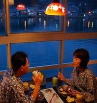海を眺めながらの夕食