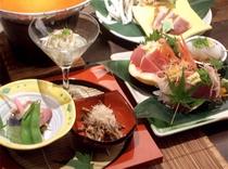 17料理のセット一例(旬菜、刺身)