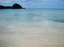白砂のキレイな砂浜・・・