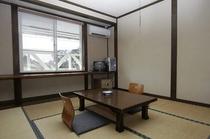 シンプルで静かな6畳和室