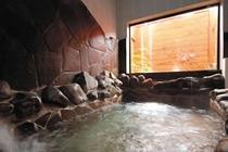 ヘルストン温泉の男性岩風呂