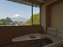 別館の富士山 別館は富士山側のお部屋です。