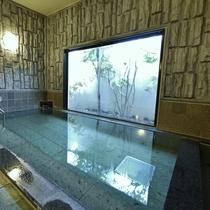 男女別ラジウム人工温泉大浴場で一日の疲れを癒すことができます。