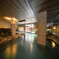 広々とした大浴場でのんびりとお寛ぎ頂ける【月宮殿・内風呂】