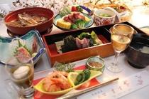 (お料理例)新鮮なお刺身や蛍烏賊、かじめ(輪島で採れる海藻)の海鮮しゃぶしゃぶ、、桜鯛冑煮など(春)
