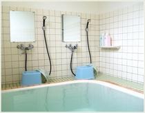 源泉そのままの掛け流し天然温泉。大小2か所の浴室はお部屋ごとに貸切でご利用いただけます