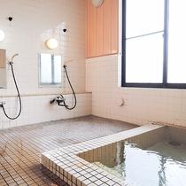 *【大浴場(男湯)】入れば分かる泉質の良さ!開湯400年以来沸き続ける鶯宿温泉