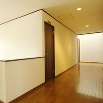 *【館内】広々清潔な館内の廊下