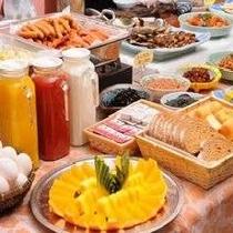 ビタミンカラーが元気の源♪食べ放題の朝食