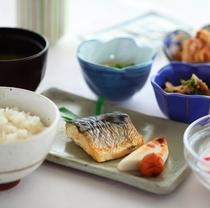 ■ 朝食和食