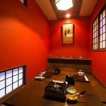 【内観】半個室のお食事処では、落ち着いた雰囲気でゆったりとお食事ができます