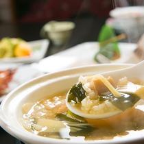 【料理一例】優しい味付けの雑炊が、身体の中から優しく温めてくれます