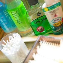 【アメニティ】化粧水や乳液も豊富に取り揃えておりますので、手ぶらで気軽にお越しください