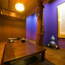 【内観】お食事処にも、当館こだわりの床柱が。木のぬくもりを感じながらのお食事をお楽しみください