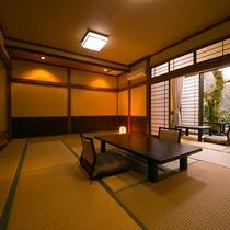 【客室一例】ゆったりとした贅沢な空間。開放感のある広縁からは四季折々の眺めがお楽しみいただけます