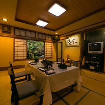 【客室一例】テーブルと椅子のご用意も承っております。最も楽なスタイルでお食事をお楽しみください