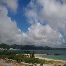 ホテル近隣の21世紀ビーチです。遊泳も可能であり安心してお楽しみ頂けます。