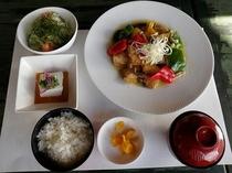 【夕食プラン】近海島魚唐揚げバターソース定食