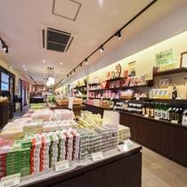 *【お土産処】有明海の珍味類など、柳川、筑後地方ならではの特産品が揃います。