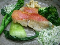 ディナーお魚料理 金目鯛のポアレ