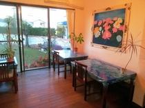 ペンションサンディビーチの食堂です♪夕食はPM6:30♪朝食はAM8:00です。