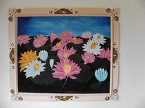 館内飾る南洋風絵画(花)