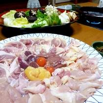 *【京地どりすき焼き一例】ぷりっとした歯ごたえの地どりと、新鮮なお野菜を当館特製の割下でどうぞ!