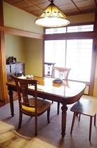 お食事処は全てプライベートダイニングです。ゆっくりと個室でお食事をお楽しみ頂けます。