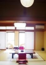 本館客室は、2階にございます。眺望の良い10畳のお部屋とベランダとトイレ付