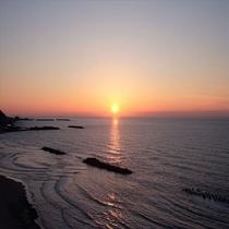 茜色に染まる日本海の絶景と出会う♪