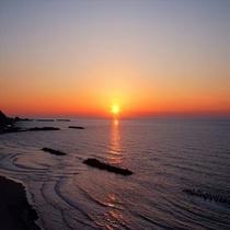 波音をBGMに夕陽の絶景観賞♪
