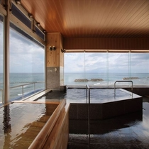 水平線まで真っすぐな海の見える大浴場