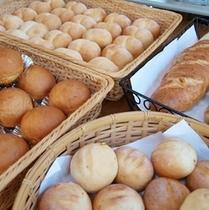 ■自家製季節の焼き立てパン