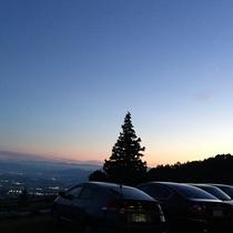 駐車場から善光寺平の夕夜景