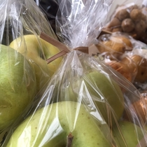 『よませ温泉朝市』にて美味しい季節の果物&新鮮お野菜を販売しております。出始めの青りんご(秋)