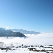 雲海 よませ温泉の眼下一面に広がる早朝の雲海