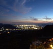 夜景 当館から善光寺平の宝石箱のような夕夜景をお楽しみいただけます。