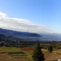 眺望抜群!秋空の下に広がる紅葉の夜間瀬と幻想的な雲海(11月)