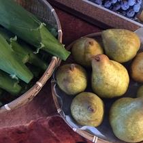 『よませ温泉朝市』にて夜間瀬の採れたて新鮮お野菜&果物を販売しております。(夏~秋)