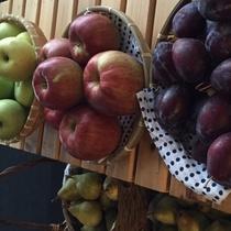 『よませ温泉朝市』にて美味しい季節の果物を販売しております。果物狩り&ご発送も可能です。(秋)